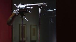 Download Le plus fameux pistolet de la littérature exposé à Mons Video