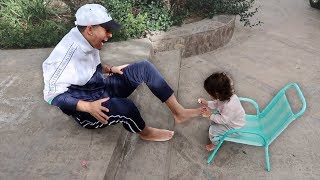 Download 1 YEAR OLD DAUGHTER PAINTS HER DADDY'S TOENAILS!!! (THE CUTEST VIDEO EVER) Video