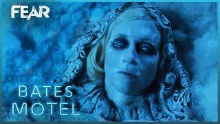 Download Romero Finds Norma's Body   Bates Motel Video