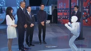 Download President Obama plays soccer with a robot Video
