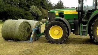 Download John Deere drawing baled silage Video
