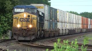 Download CSX Train Goes Under The Rainbow in 4K Video