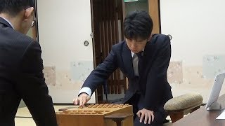 Download 将棋の藤井七段、C級1組順位戦で千葉七段との対局始まる Video