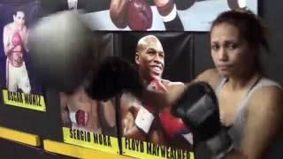 Download SENIESA ESTRADA RIPPING THE HEAVY BAG!! Video