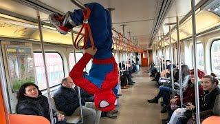 Download ÖRÜMCEK ADAM METROYA GİDİYOR. w/ Spiderman in Real Life Video