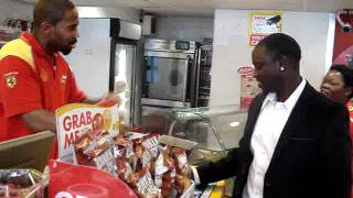 Download SPOTTED: Singer Akon buys Cintron energy drink in Long Street, Cape Town Video