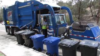 Download Allied Waste: Autocar WXLL/McNeilus FL on an EX-ESD route in Bay Terraces Video