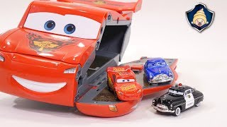 Download Disney Cars 3 toys - Lightning McQueen Transformation Speedway Race course Playset for Kids Video