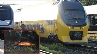 Download VIRM 9566 gaat op de noodrem op Station Weesp (met vonken!) Video