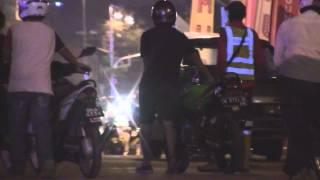 Download Mat Rempits dikepung Pegawai Polis dan DBKL di Dataran Merdeka Video