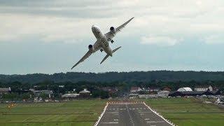 Download 🇶🇦 Impressive Qatar Airways Boeing 787 Dreamliner Flying Over Farnborough. Video