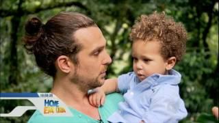 Download S.O.S. Mãe conhece a rotina do ator Igor Rickli com a esposa e o filho Video