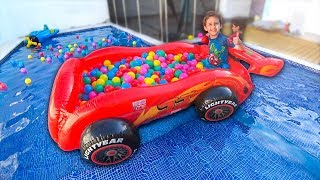 Download PISCINA DE BOLINHAS MCQUEEN do CARROS Dentro da PISCINA - Crianças Brincando - Paulinho e Toquinho Video