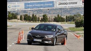Download Opel Insignia Grand Sport 2017 - Maniobra de esquiva (moose test) y eslalon   km77 Video