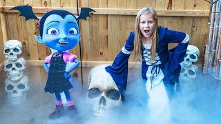 Download Assistant Spooky Halloween Spooktactular with Muppets Baby and Vampirina Video