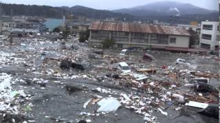 Download Tsunami in Kesennuma city, ascending the Okawa river Video