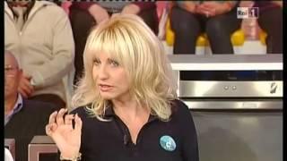 Download Antonella Clerici - Malore in diretta Video
