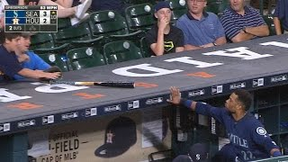 Download Cano gives his bat to a young fan Video