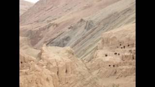 Download -מערות בודהיסטיות עתיקות בנווה המדבר טויוק ליד הכפר מזר בשולי מדבר הטקלימקאן tuyuk valley Video