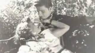 Download Zeki Müren - Veda Busesi - Hani O Bırakıp Giderken Seni Video