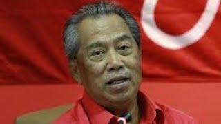 Download Tan Sri Muhyiddin Yassin Sindir Najib Kenaikkan Harga Minyak berturut-turut !! Video