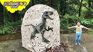 Download GIANT Jurassic World Egg with 1,000 TOYS!!! Skyheart opens biggest egg with dinosaurs for kids Video