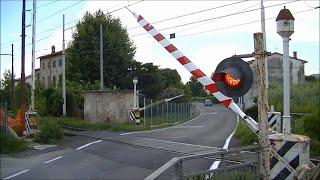 Download Spoorwegovergang Lucca (I) // Railroad crossing // Passaggio a livello Video