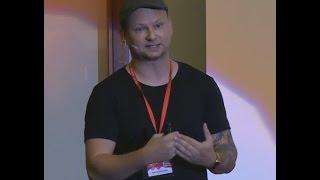 Download Paralelní životy aneb žijte život svůj ne život někoho jiného | Petr Skondrojanis | TEDxZlín Video