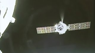 Download Shenzhou-11 departs Tiangong-2 space station, lands safely Video