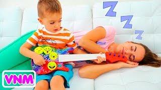 Download Vlad và Nikita chơi nhạc cụ và đánh thức mẹ Video