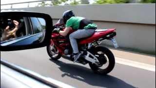 Download Honda CBR 600 RR vs BMW 740i [1080p] Video
