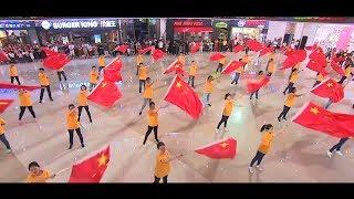 Download 上海马陆:红歌大联唱「快闪」 Video