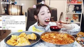 Download 900일 특집방송! 꿔바로우+마파두부+공기밥2+초코딸기케익 먹방!!! 슈기♬ Mukbang Video