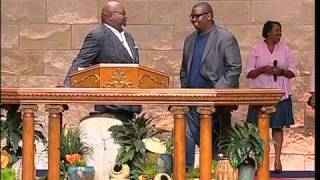 Download A special moment with Bishop Jakes and his son Dexter Video