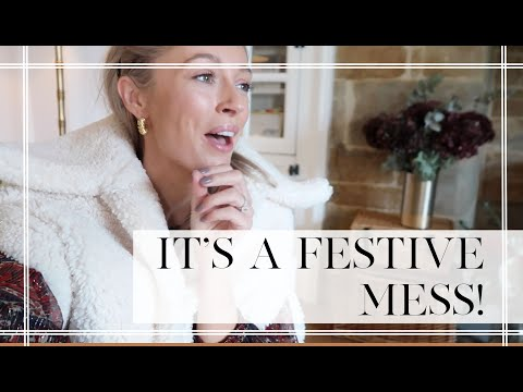 IT'S A FESTIVE MESS! // A Cosy At Home Vlog // Fashion Mumblr