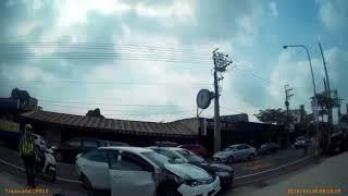 Download 疑涉龍岡大操場販毒 警飛車追逐開槍逮四嫌 Video