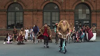 Download MACKLEMORE & RYAN LEWIS - THRIFT SHOP FEAT. WANZ Video