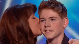 Download Mother And Son Deliver An Emotional Touching Performance Video