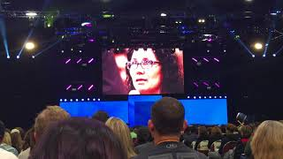 Download Tony robbins cure a woman's depression on stage in one session Video