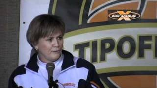 Download Holly Warlick's favorite story about Pat Summitt has a weight requirement Video