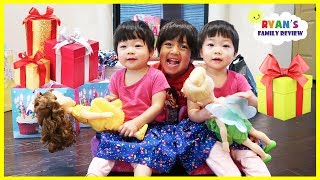 Download Emma and Kate 2nd BIRTHDAY MORNING OPENING PRESENTS!! Video