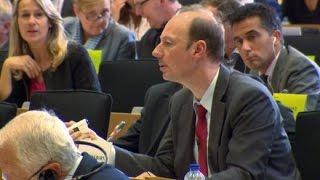Download Martin Sonneborn vs. Günther Oettinger: Showdown in Brüssel Video