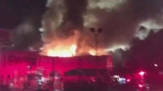 Download Fire rips through Oakland warehouse during party Video