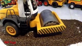 Download Mở hộp đồ chơi ô tô điều khiển xe lu cát hạt muồng Road Roller heavy industry Remote Control Toy Video