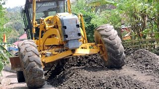 Download Motoniveladora Komatsu Motor Grader GD555 Grading Work Video