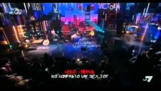 Download VICTOR VICTORIA - Paola Cortellesi e Maurizio Mannoni al 'Celomanca' Video
