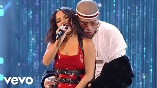Download Becky G, Bad Bunny - Mayores (2017 Latin American Music Awards) Video