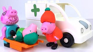 Download STORY WITH PEPPA PIG SKIING GEORGE'S ACCIDENT AND PAPA PIG IS DIVING THE AMBULANCE TO HOSPITAL Video