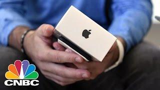 Download Apple's Tim Cook Optimistic Despite iPhone Sales Slump | Squawk Box | CNBC Video