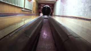 Download Parker Bohn III bowls on oldest sanctioned bowling lanes Video